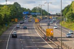 Verkeer op de Britse autosnelweg M5: West Bromwich, Birmingham, het UK royalty-vrije stock fotografie