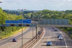 Verkeer op de Britse autosnelweg M5: West Bromwich, Birmingham, het UK royalty-vrije stock afbeelding