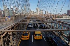 Verkeer op de Brug en Manhattan van Brooklyn Stock Foto