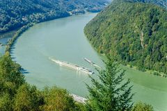 Verkeer op de Rivier van Donau Stock Afbeelding