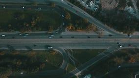 Verkeer op de weg stock footage