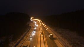 Verkeer op de weg in dark stock videobeelden