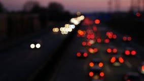 Verkeer op Duitse weg bij schemer stock video