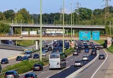Verkeer op een Europese autosnelweg stock foto's