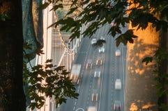 Verkeer op Elizabeth Bridge, Boedapest, Hongarije Royalty-vrije Stock Afbeeldingen