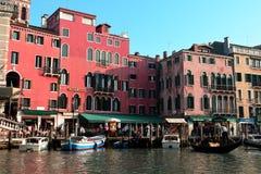 Verkeer op het Grande-Kanaal, Venetië, Italië Stock Afbeeldingen