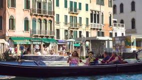 Verkeer op het Grote Kanaal in Venetië stock videobeelden