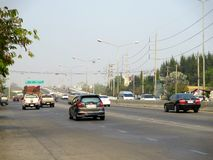 Verkeer op Mahidol-weg Stock Foto's