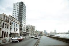 Verkeer op Malecon, Havana Stock Foto