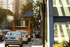 Verkeer op Paulista-Weg Royalty-vrije Stock Afbeeldingen