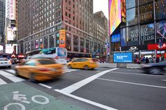 Verkeer op straat in Manhattan, NYC Stock Afbeeldingen