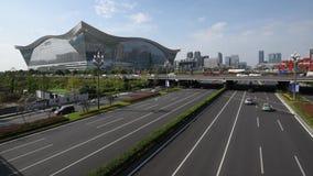 Verkeer op Tianfu-weg in Chengdu stock video