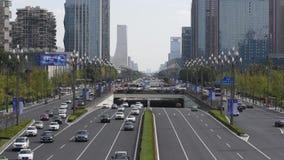 Verkeer op Tianfu-weg in Chengdu stock footage