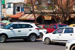 Verkeer op u-draai in Delhi royalty-vrije stock fotografie