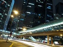 Verkeer in Stad bij Nacht Royalty-vrije Stock Foto's