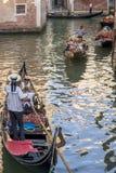 Verkeer van gondels, Venetië, Italië Royalty-vrije Stock Afbeeldingen