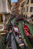 Verkeer van gondels in Venetië, Italië Stock Fotografie