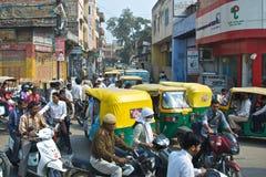 Verkeer in Varanasi, India Stock Afbeeldingen