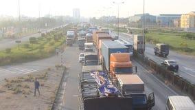Verkeerscongestie door ongevallen stock video