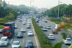 Verkeerslandschap in Shenzhen-sectie van Nationale Weg 107 Royalty-vrije Stock Foto's