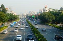 Verkeerslandschap in Shenzhen-sectie van Nationale Weg 107 Stock Foto