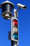 Verkeerslicht en veiligheidscamera Stock Foto's