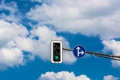 Verkeerslicht en verkeersteken Stock Foto