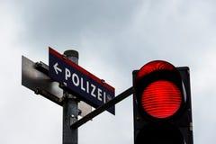 Verkeerslicht met rood licht Stock Afbeelding