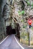 Verkeerslicht op Gardesana-weg, meer Garda, Italië royalty-vrije stock afbeelding