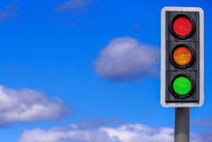 Verkeerslichten: Alle 3 Verlichte Lichten Stock Foto's