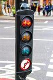 Verkeerslichten voor cyclus kruising stock afbeeldingen