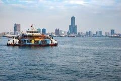Verkeersschip bij Haven van Kaohsiung ( POK) Royalty-vrije Stock Foto's