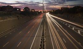 Verkeersslepen bij zonsondergang Stock Afbeelding
