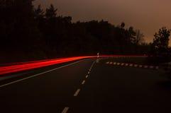 Verkeersstroom bij nacht stock foto's