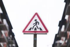 Verkeersteken de voetgangersoversteekplaats weg stock afbeelding