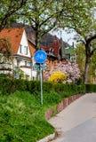 Verkeersteken in de woonwijk in Heidelberg Stock Fotografie