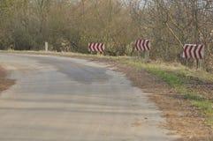 Verkeersteken, het teken van de kromming winding stock fotografie