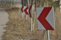 Verkeersteken, het teken van de kromming winding stock foto's