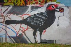Verkeersteken in Hosier Lane Melbourne Vogelschilderijen op de muur Stock Afbeeldingen