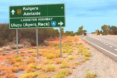 Verkeersteken langs de Lasseter-Weg dichtbij Ayers-Rots in Australië royalty-vrije stock afbeelding