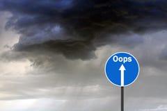 Verkeersteken met de donder van de waarschuwingsinschrijving oops Royalty-vrije Stock Foto's
