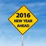 Verkeersteken met een vooruit tekst van het nieuwe jaar van 2016 Stock Fotografie
