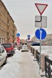 Verkeersteken op de dijk van de rivier Moika in de winter Royalty-vrije Stock Foto