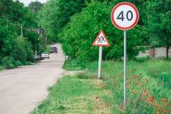 Verkeersteken op de kant van de weg royalty-vrije stock foto