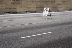 verkeersteken op weg Stock Fotografie