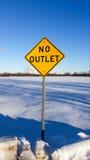 Verkeersteken op zonnige de winterdag Royalty-vrije Stock Fotografie