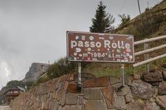 Verkeersteken in Rolle Pass, Italië Royalty-vrije Stock Foto's
