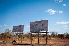 Verkeersteken in ver binnenland Australië voor Gibb River Road en Kalumburu-Road royalty-vrije stock foto