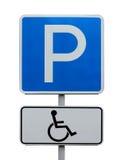 Verkeerstekenparkeren, plaats voor de gehandicapten isoleer Royalty-vrije Stock Foto's