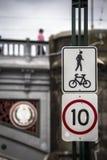Verkeersverkeersteken in Melbourne, Victoria, Australië worden gevonden dat stock afbeelding